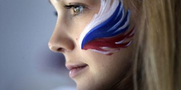 creative Russian flag face paint tutorial