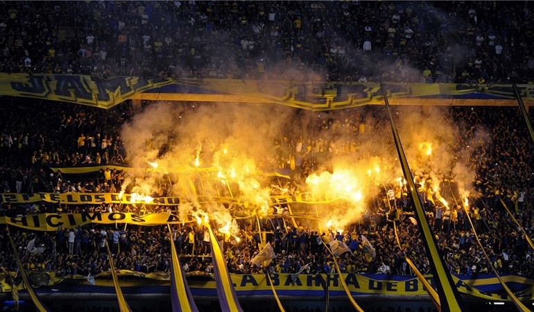 soccer stadium la bombonera boca juniors fans